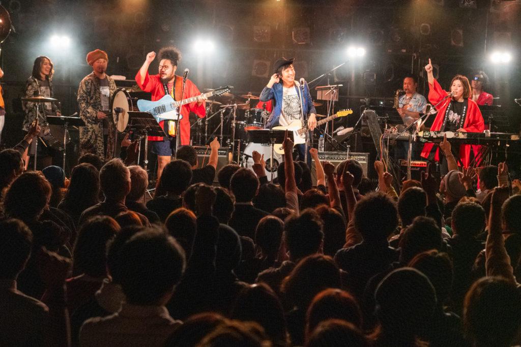 1/24渋谷クラブクアトロの「まいどハッピー」の映像がYouTubeにアップされました!ぜひご覧ください!ウルフルケイスケ×BBBB×もるつオーケストラのスペシャルバージョン!